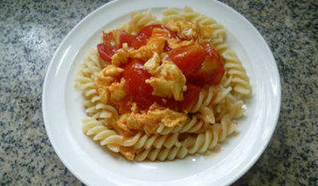 番茄炒鸡蛋盖浇螺丝面的制作方法