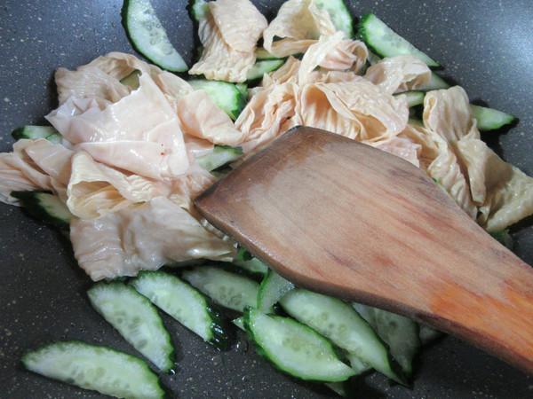 黄瓜与蛋白肉怎么吃