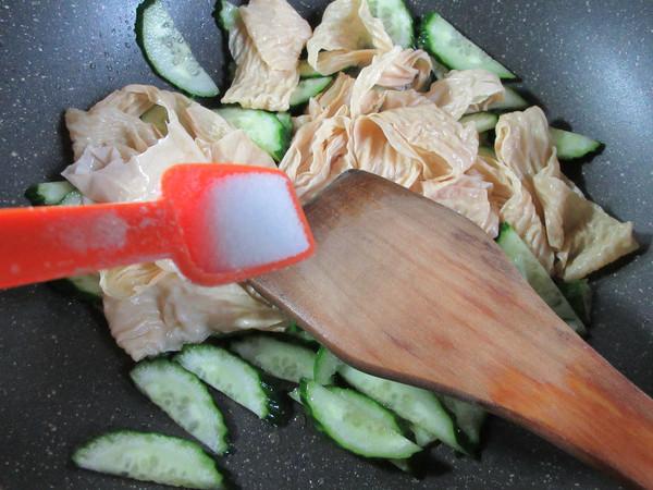 黄瓜与蛋白肉怎么做