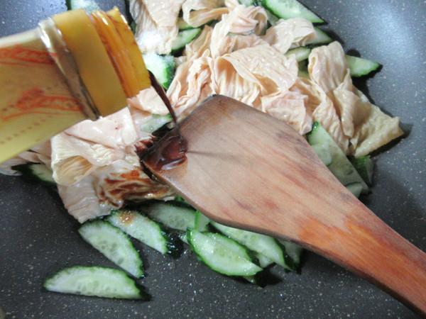 黄瓜与蛋白肉怎么炒