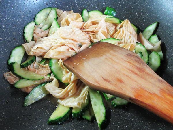 黄瓜与蛋白肉怎么煮