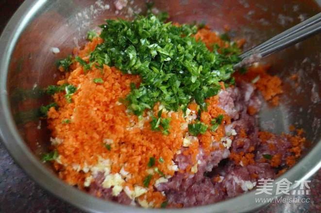 胡萝卜玉米鲜肉水饺的家常做法