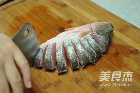 火腿蒸鲈鱼的做法大全