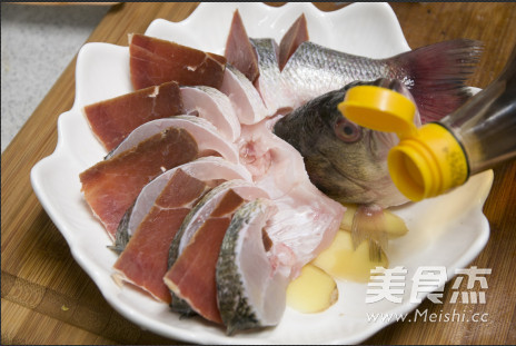 火腿蒸鲈鱼的简单做法