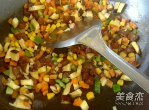 蛋黄蓉什锦炒饭怎么吃