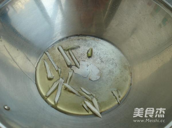 绿豆芽炒贯肠怎么吃