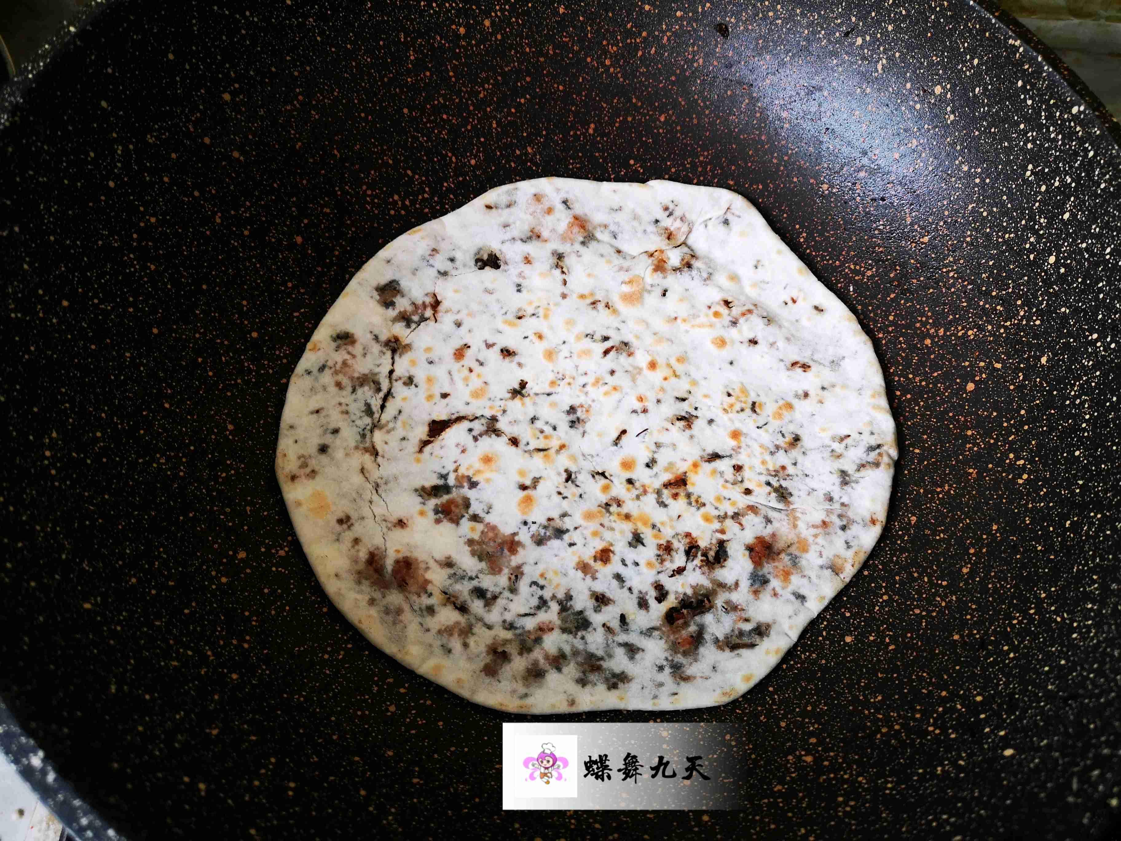 一口平底锅就可搞定,不用油煎巨好吃!梅干菜饼怎么炖
