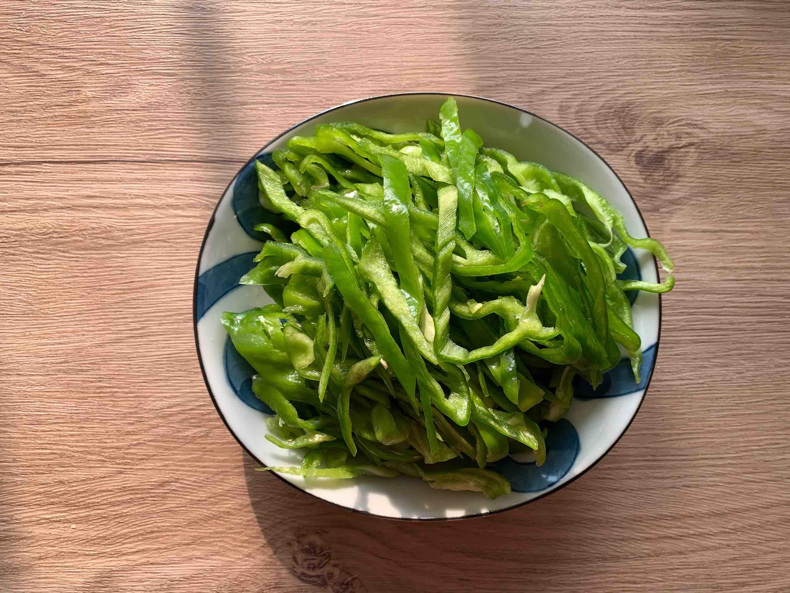 简简单单下饭菜:辣椒炒肉的做法图解