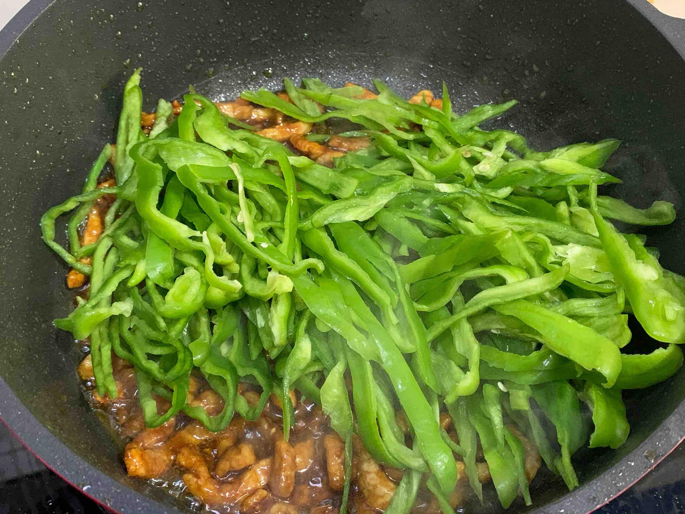 简简单单下饭菜:辣椒炒肉怎么吃