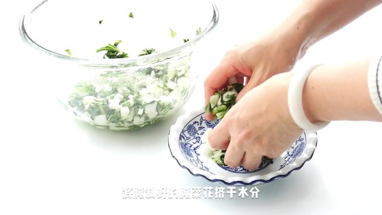 腌菜花炝毛豆米的家常做法