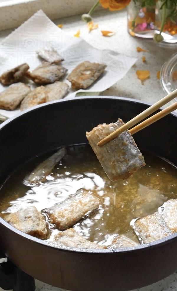 又香又酥的干炸带鱼的步骤