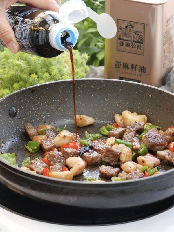 黑椒牛肉粒炒菱角的步驟