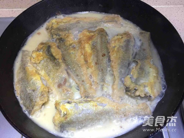 奶香黄花鱼怎么炖