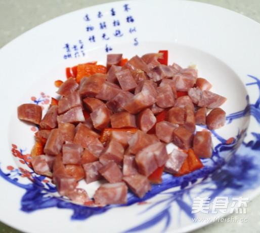 五彩缤纷香肠炒青豆的简单做法