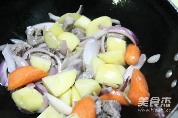 咖喱土豆炖牛肉怎么做