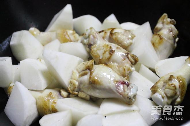 秋冬季滋补的白萝卜烧鸡腿的简单做法
