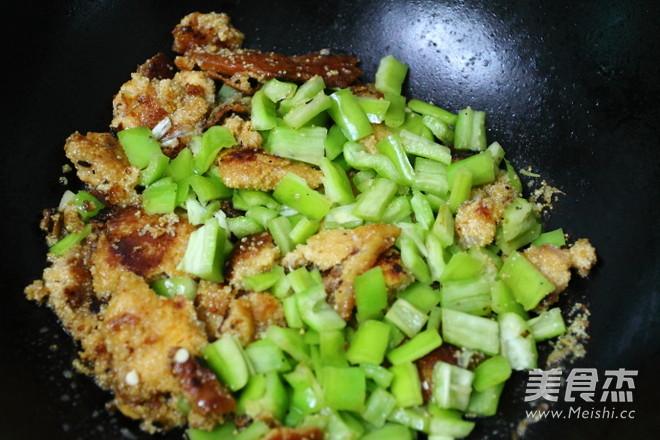 辣椒炒鱼籽怎么做