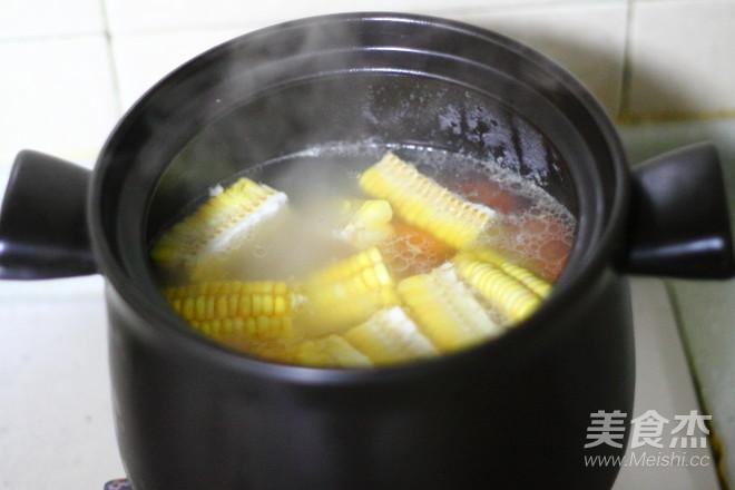 玉米排骨胡萝卜汤的步骤