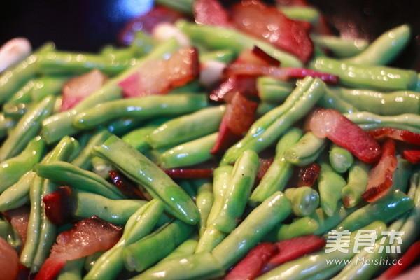 熏肉豆角焖面的简单做法