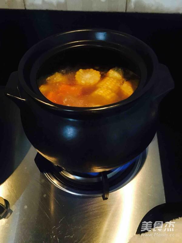 胡萝卜玉米排骨汤的家常做法