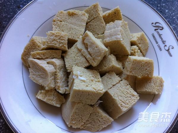 松蘑白菜豆腐炒肉怎么做