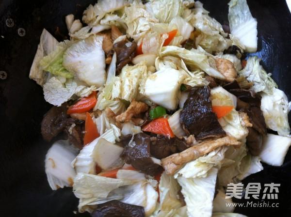 松蘑白菜豆腐炒肉怎么炖