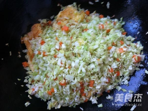 鸡蛋白菜炒米饭怎么煮