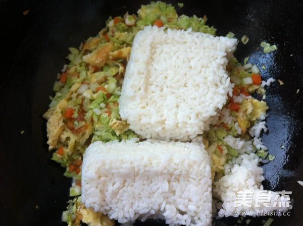 鸡蛋白菜炒米饭怎么炖