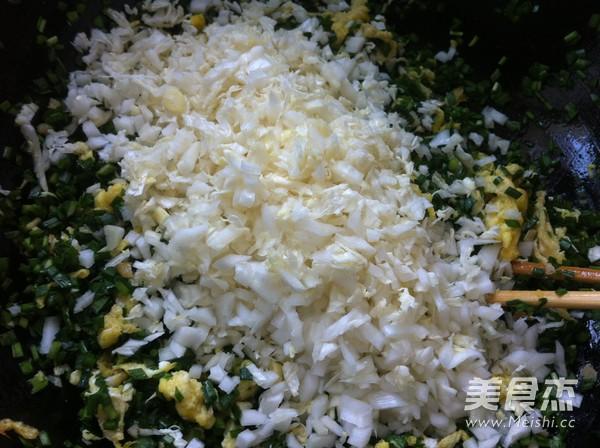韭菜白菜鸡蛋虾仁包子怎么煮