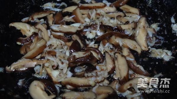韭菜虾毛炒双冬的简单做法