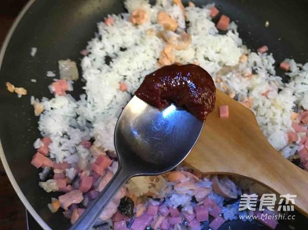 辣酱三文鱼炒饭怎么炒