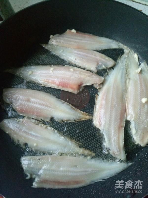 香煎舌头鱼怎么做