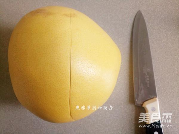 巧剥柚子皮的做法大全