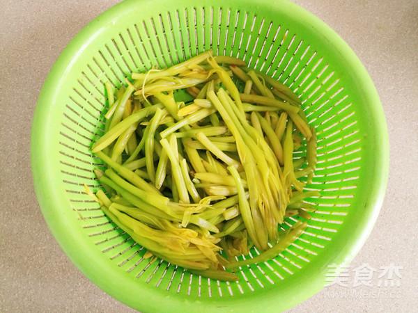 清炒黄花菜的简单做法