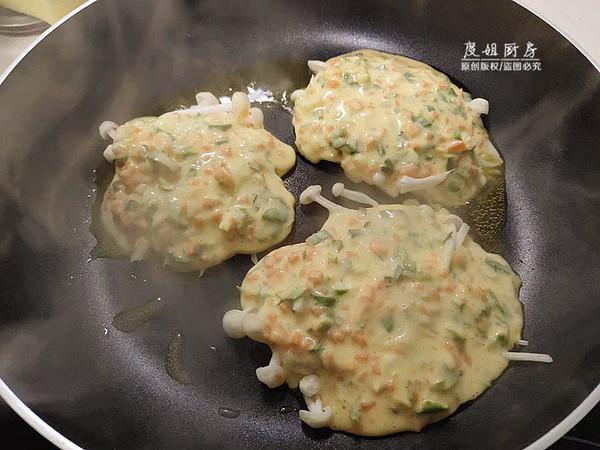 金针菇鸡蛋饼的家常做法
