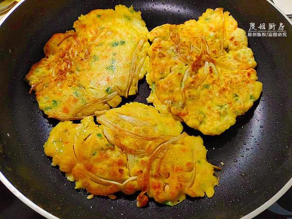 金针菇鸡蛋饼的简单做法