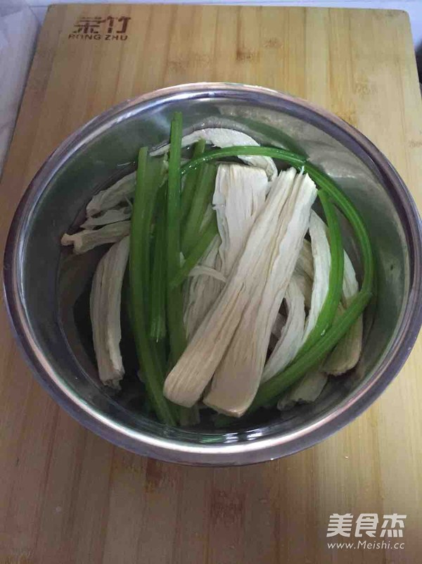 香芹炝腐竹的做法大全