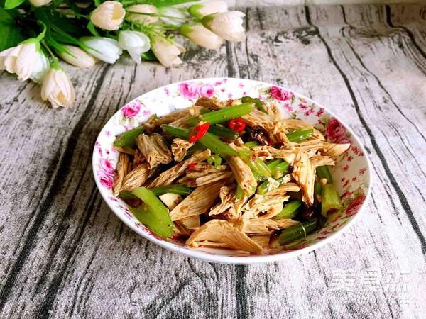 香芹炝腐竹的简单做法