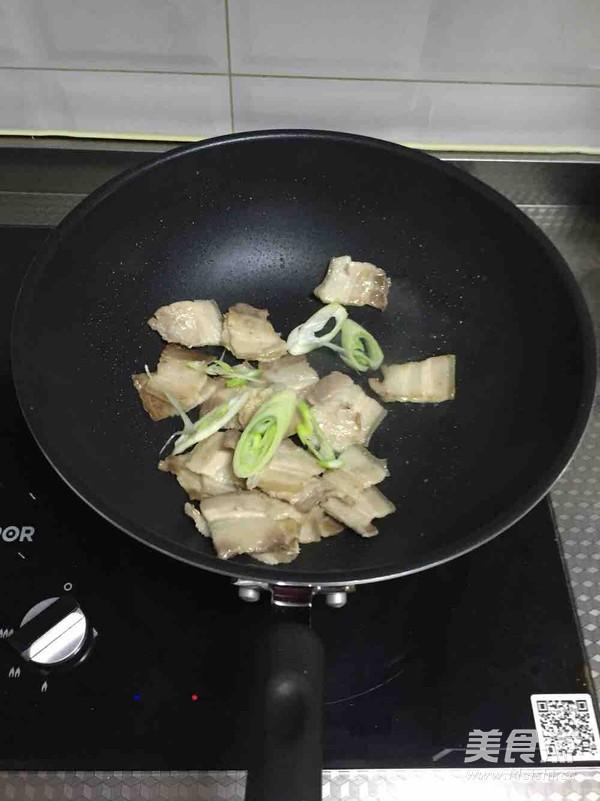 韩式辣白菜炒五花肉的简单做法