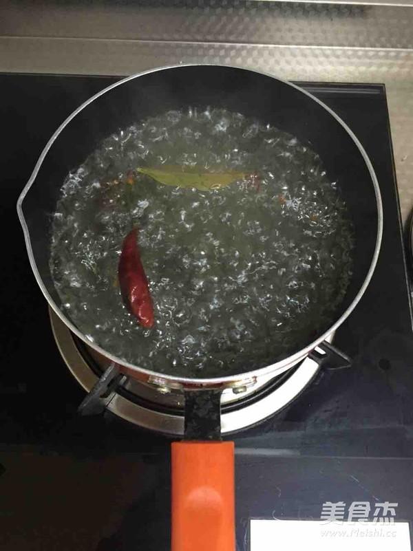 凉拌煮花生的家常做法