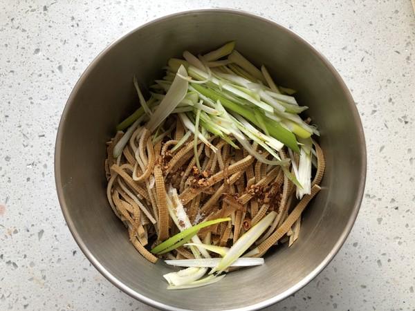 凉拌五香豆腐丝的简单做法