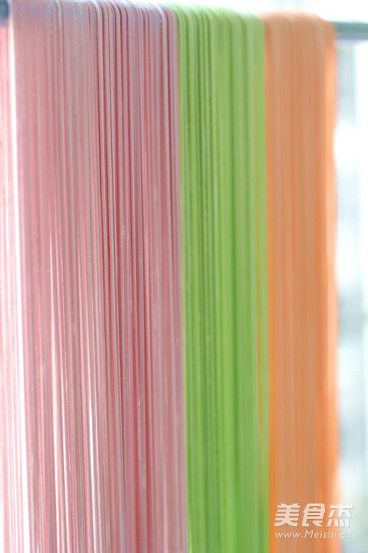 自制彩色手工面条怎样煸