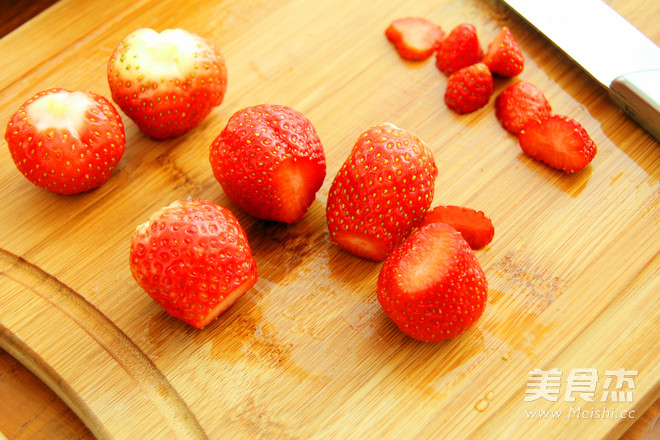 草莓鸡尾酒的家常做法