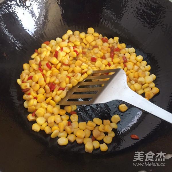 快手松仁玉米的步骤