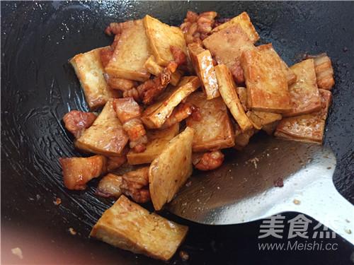 五花肉烧豆腐怎样煸