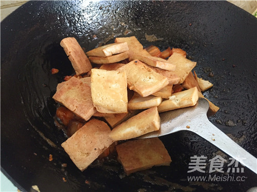 五花肉烧豆腐怎么煸