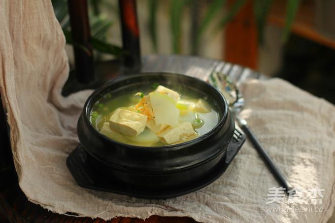 白萝卜豆腐汤成品图