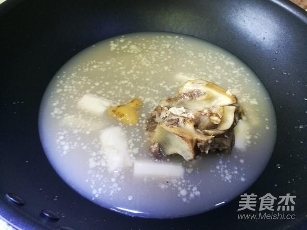 牛骨汤桂林米粉的简单做法