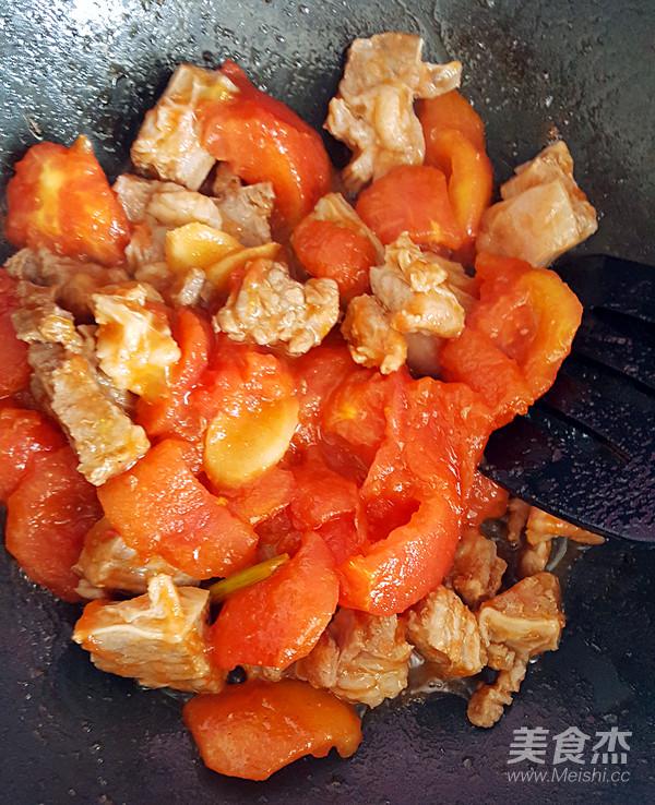 西红柿炖牛肉怎样煸