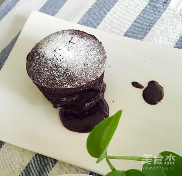 爆浆巧克力熔岩蛋糕成品图